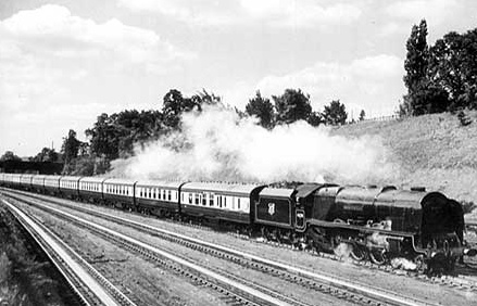 RoyalScot_water_troughs_Bushey_near_London_1950.jpg