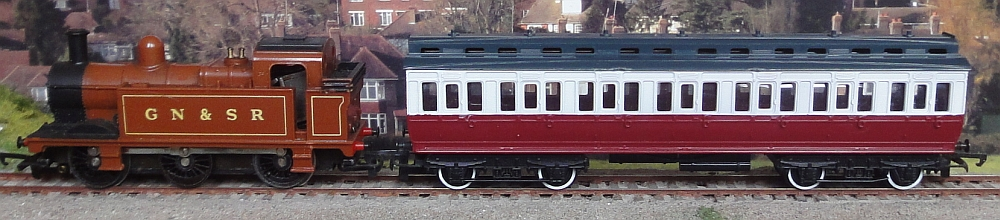 Hornby-GN%26SR-Coach.jpg