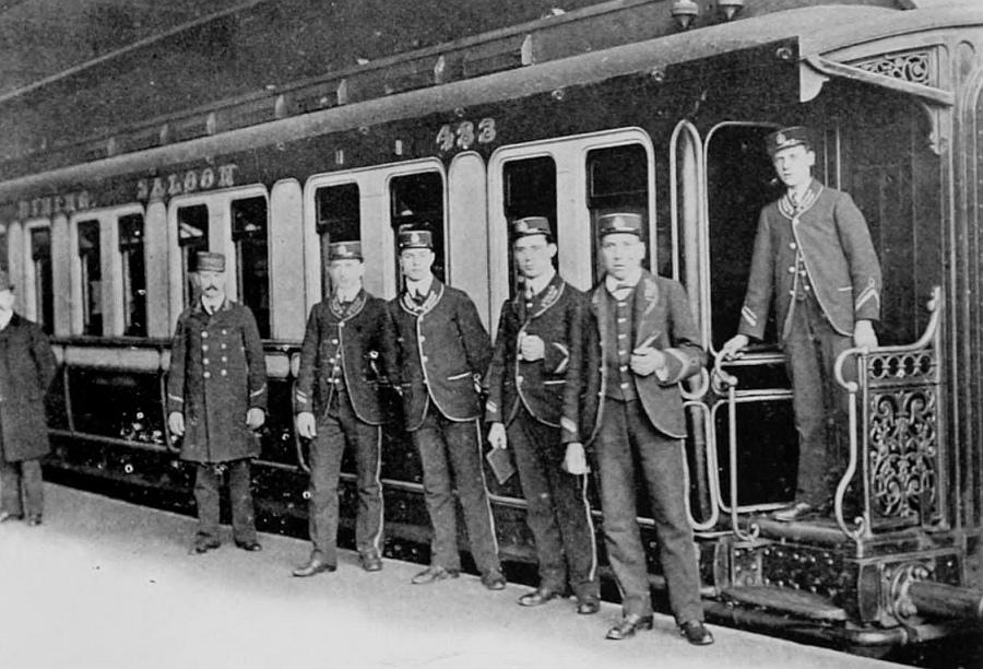 LNWR-Uniformen_Speisewagenpersonal_1909.jpg