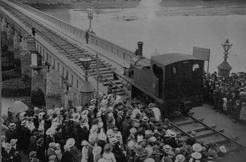 BWH%26AR_cross_Bideford_Bridge_1917a.jpg