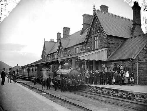 Cambrian_Machynlleth_Station_1885.jpg