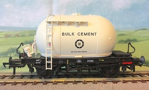CIE_bulk_cement_wagons_Bubbles_Modell_2018.jpg