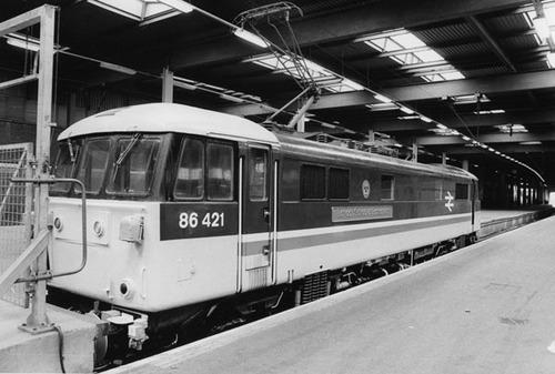 class86_at_EustonStation_1985.jpg