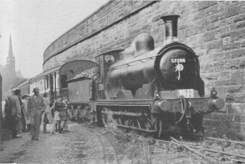 CR_294_711_Class_687_Paisley-East-Mineral-Depot_BR-57266.jpg