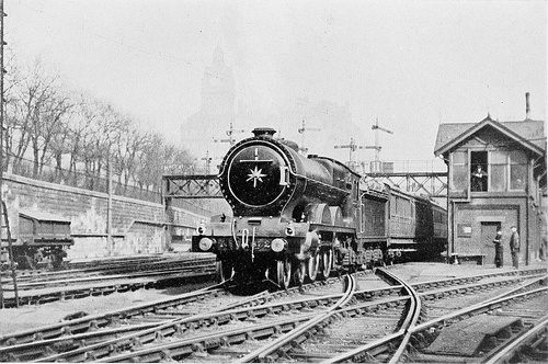 Waverley_Edinburgh_1910.jpg