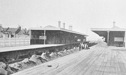 Enfield_Station_Platforms_1910.jpg