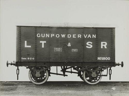 LTSR_GunpowderVan_um1900.jpg