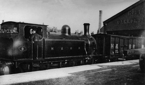 HBR_A_Class_9_BeyerPeacock_1884-5_CannonStreetGoodsStation_1914-18.jpg