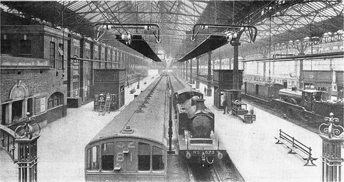 LBSCR_TrainShed_VictoriaStation_1911.jpg