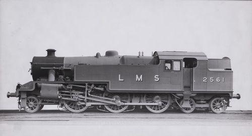 LMS_Stanier_Class_2_2-6-4T_2561.jpg