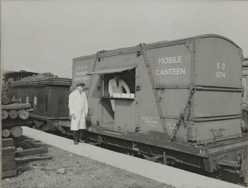 LNER_MobileCanteen_1920-30.jpg