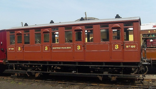 DistrictRailway_Carriage_100.jpg