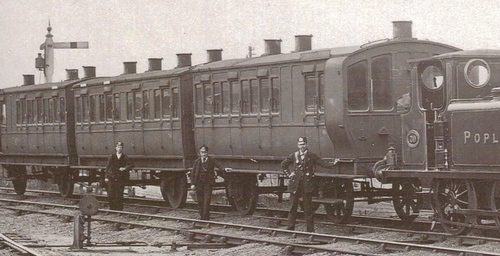 LBSCR_4_wheel_carriages_um1890.jpg