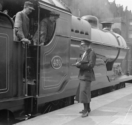 Numbertaker_Bahnhof_Marylebone_1917.jpg