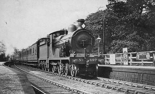 SECR_E_Class_No497_Sandling_railway_station_1910.jpg