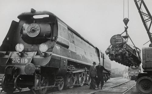 Vergleich_SR_21C119_RH%26DR_7_Typhoon_1948.jpg